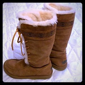 Uggs R brand. Tall, camel 🐪 colored leather boots
